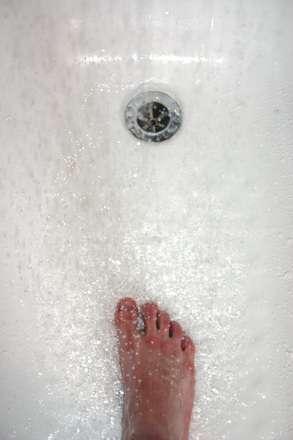 foot-in-shower-1535453